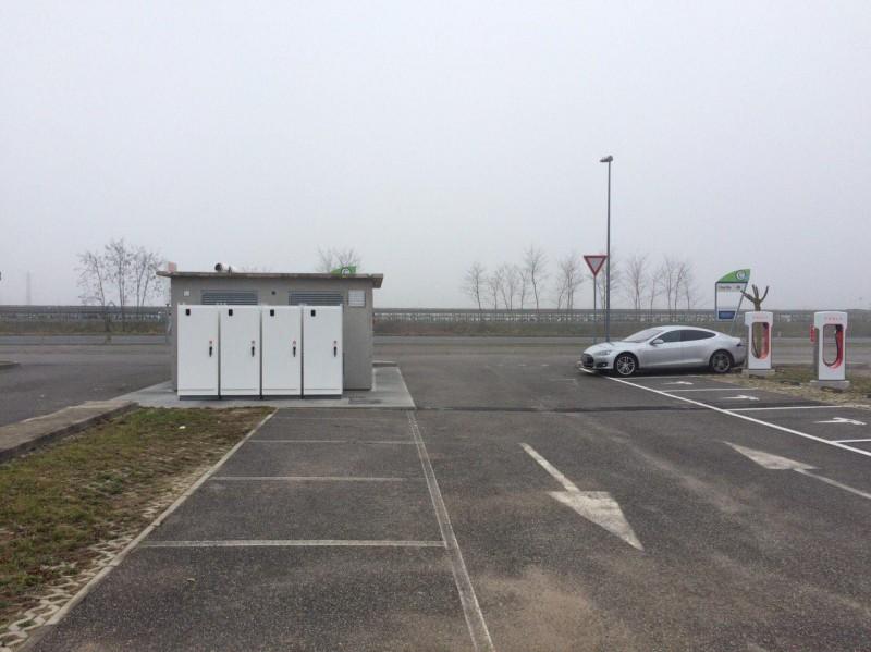 Tesla Supercharger - Supercharger Outlet Village Palmanova